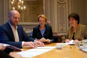 ondertekenen overeenkomst
